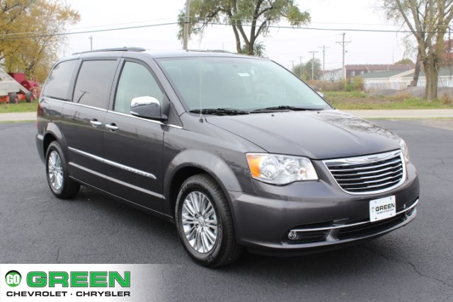 new 2016 chrysler town country touring l 4d passenger van in quad cities e17424 green. Black Bedroom Furniture Sets. Home Design Ideas